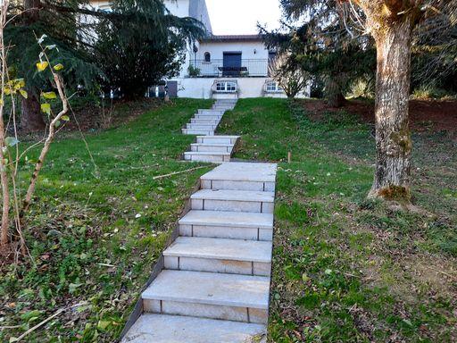 Escalier gneiss grenaillé paysagiste Saïx