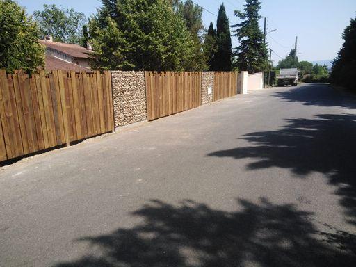 Panneau clôture bois et gabions paysagiste Saïx